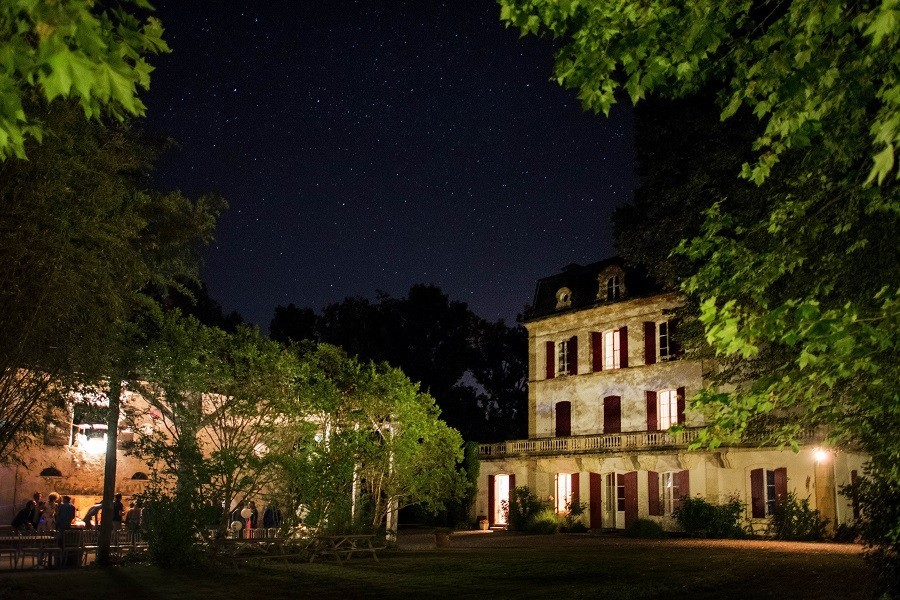 """Domaine Les Gazailles Huis aan de Lot in de Lot-et-Garonne, Frankrijk by night Domaine """"La Gazailles"""" - HUIS aan de LOT 30pluskids image gallery"""