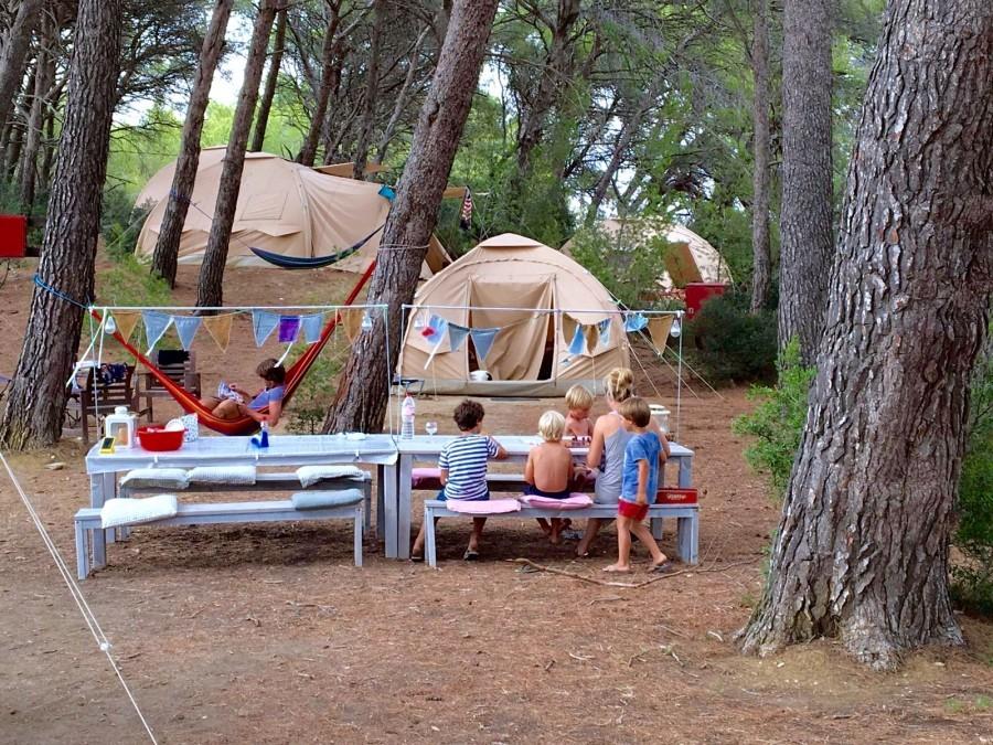 St Paul le Marseillais tentenkamp.jpg Domaine Saint Paul le Marseillais  30pluskids image gallery