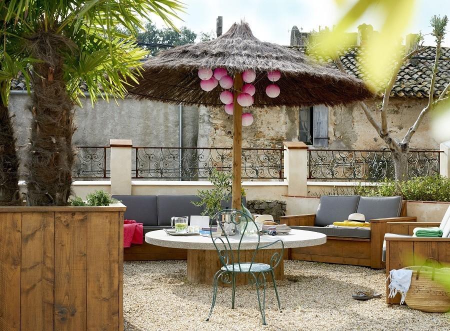 Domaine des Agnelles in de Aude, Frankrijk LOFT loungehoek buiten Domaine des Agnelles 30pluskids image gallery