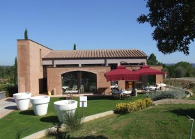 Tritt Case in Toscana Capannoli vakantiepark restaurant Capannoli Vakantiepark 30pluskids
