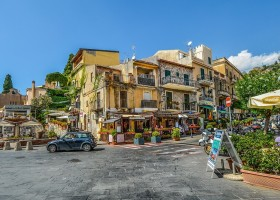 Travelnauts rondreis Sicilie italië-stad-restaurantjes-toeristisch Rondreis Sicilië 30pluskids