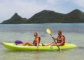 Riksja Family rondreis Thailand Koh Samui - Kanoen langs de kust Riksja Family Thailand 30pluskids