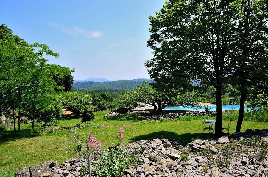 Mas Blanc in de Gard, Zuid-Frankrijk tuin met zwembad Mas Blanc  30pluskids image gallery