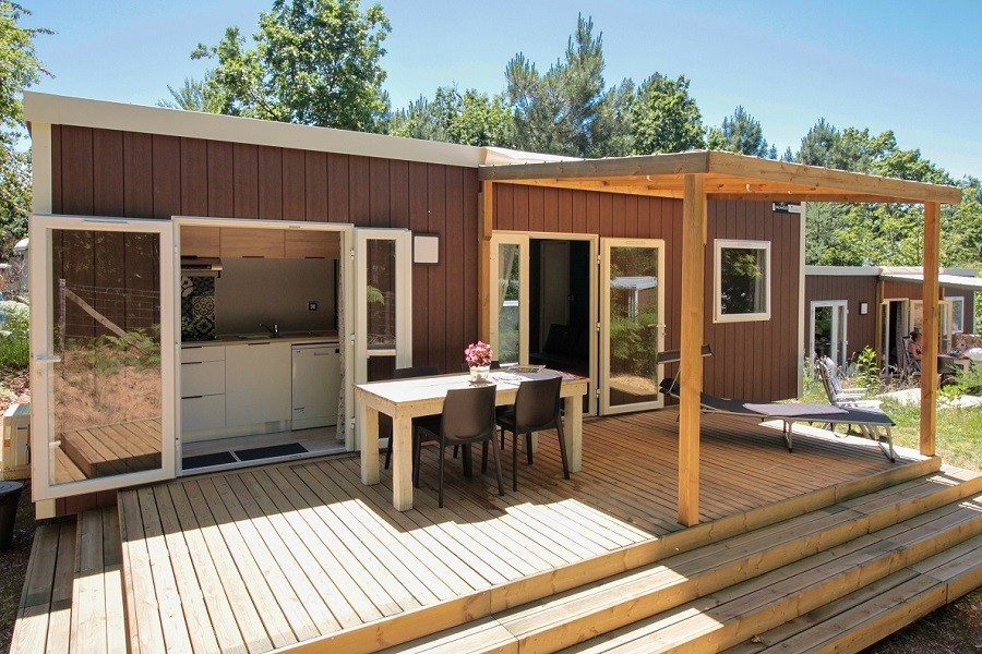 Camping Le Clou in Coux et Bigaroque-Mouzens, Frankrijk MH grand luxe Camping Le Clou 30pluskids image gallery