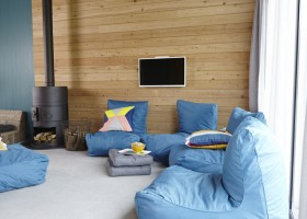 it Dreamlan in Friesland, Nederland groepsaccommodatie loungen-bij-houtkachel it Dreamlân 30pluskids