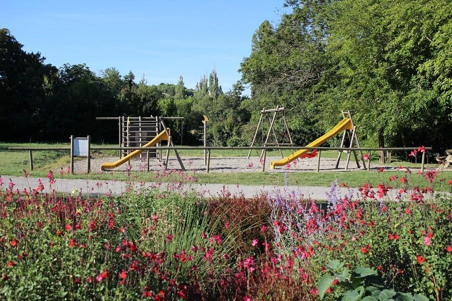 Blog Greencamp Camping les Arches in Frankrijk speeltuin bloemen