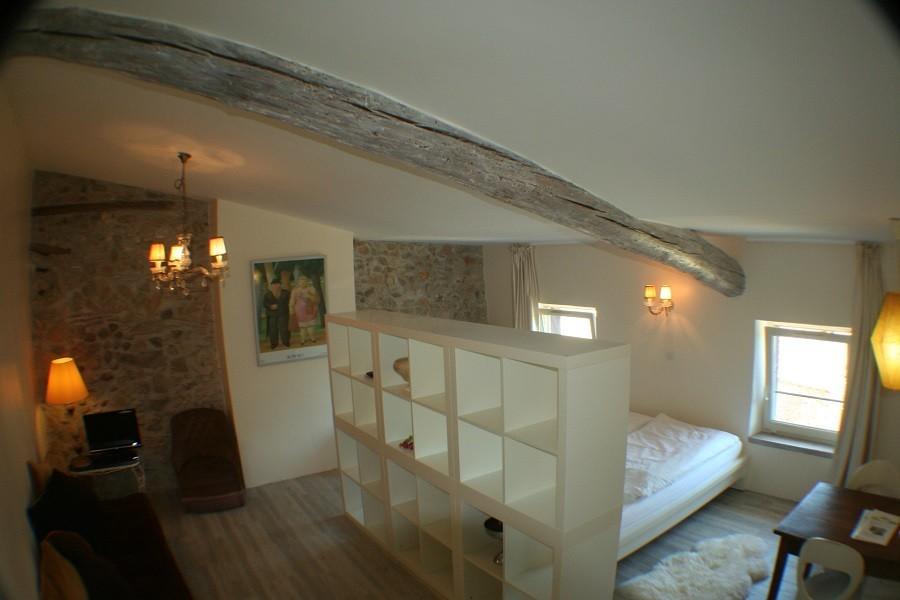 Domaine des Agnelles in de Aude, Frankrijk bovenaanzicht familiekamer Domaine des Agnelles 30pluskids image gallery
