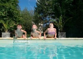Domaine La Douce France in de Gers, Midi-Pyrenees, Frankrijk kinderen zwembad 1 Domaine la Douce France 30pluskids