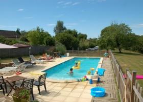 Het gras is groener in Beynat, Frankrijk zwembad Het gras is groener 30pluskids