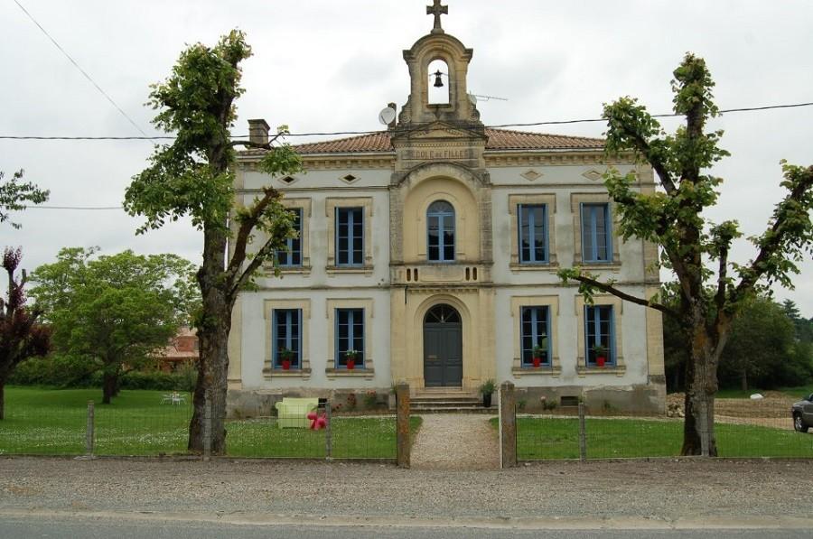 La Vieille Ecole in de Lot et Garonne, Frankrijk voorkant school La Vieille Ecole 30pluskids image gallery