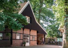 Landgoed De Mosbeek in Twente, Nederland - De Schure buitenkant huis Landgoed De Mosbeek - De Schure 30pluskids