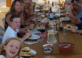 Benali Tourism in Valencia, Spanje diner Benali Tourism 30pluskids