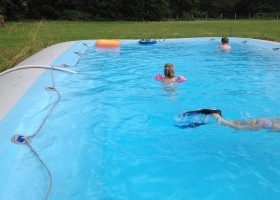 Chateau des Edelins in de Auvergne, Frankrijk zodiac zwembad 2 Chateau des Edelins 30pluskids