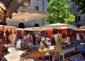 Gite Le Bel Endroit Markt in Barjac Gîte Le Bel Endroit 30pluskids