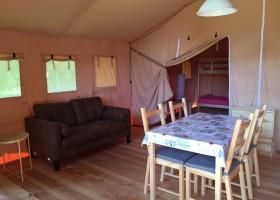 Camping La Nozilliere in de Haute Vienne vlakbij de Dordogne, Frankrijk safaritent binnen 2 Camping La Nozillière  30pluskids