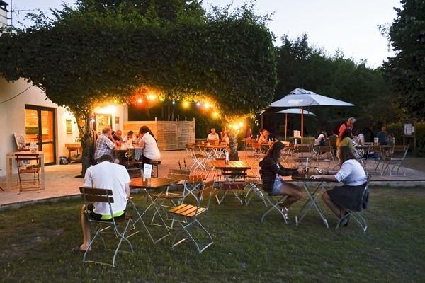 Huttopia Royat eten.jpg Huttopia Frankrijk 30pluskids image gallery