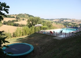 Contryhouse Montesoffio in Le Marche, Italie trampoline Country house Montesoffio 30pluskids