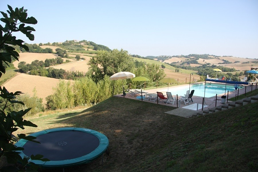 Contryhouse Montesoffio in Le Marche, Italie trampoline Country house Montesoffio 30pluskids image gallery