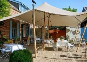 Gasterie Lieve Hemel in Limburg, Nederland terras buiten Gasterie Lieve Hemel 30pluskids