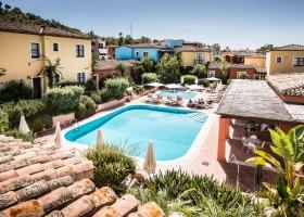 Tritt Case in Sardegna Residence Il Sogno zwembad en appartementen Residence Il Sogno 30pluskids