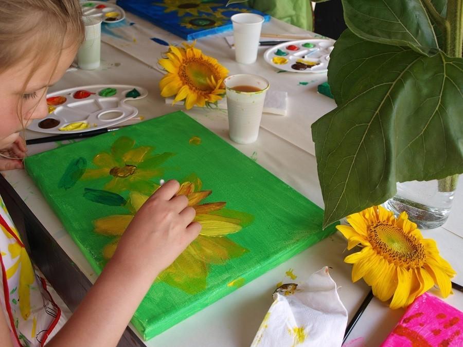 Villa Lafage in de Dordogne, Frankrijk kinderen maken schilderijen Villa Lafage 30pluskids image gallery