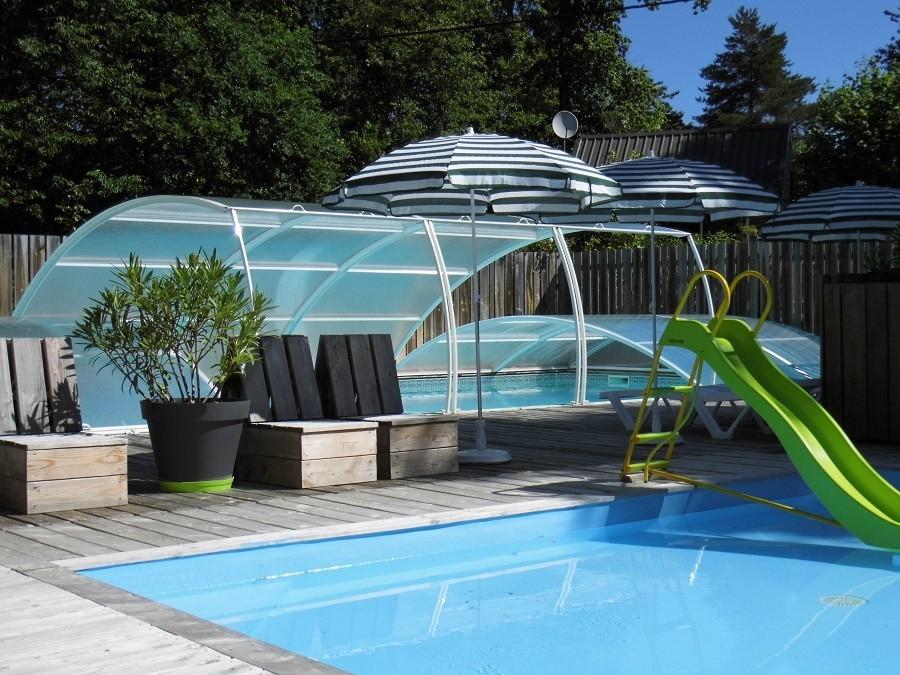 Castelwood in de Dordogne, Franrijk zwembaden