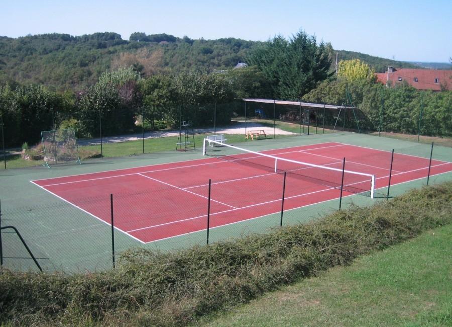 Domaine de Montsalvy in de Lot Frankrijk tennisbaan Domaine de Montsalvy 30pluskids image gallery