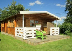 La Papillon Colibri houten huis Camping & Glamping La Papillon Colibri 30pluskids