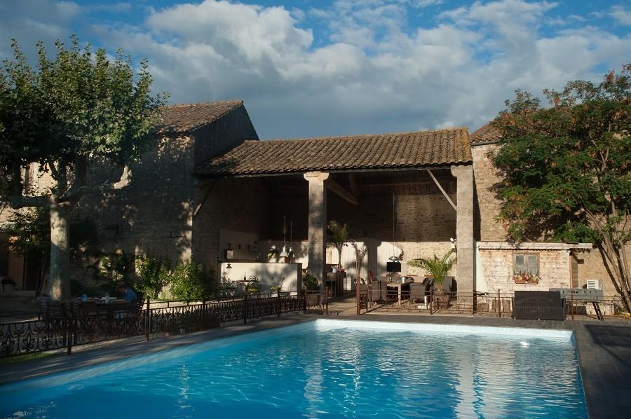 Domaine des Agnelles in de Aude, Frankrijk zitje aan zwembad Domaine des Agnelles 30pluskids image gallery