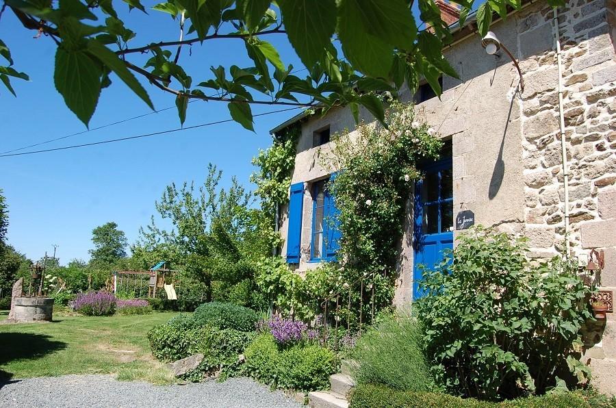 Le Petit Pauliat in de Auvergne, Frankrijk tuin 2 Le Petit Pauliat 30pluskids image gallery