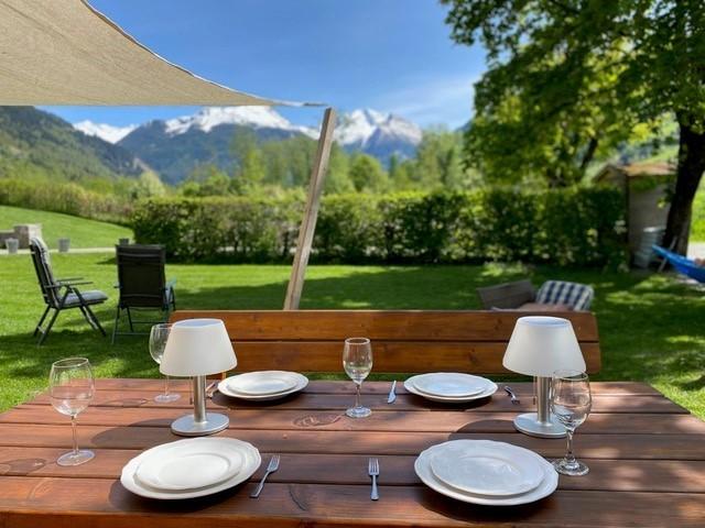 Landhaus Angerhof in Gastein, Oostenrijk gedekte tafel in tuin Landhaus Angerhof 30pluskids image gallery