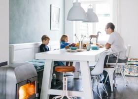 Buitenlust in Zeeland, Nederland familytime aan tafel Vakantiehuis Buitenlust 30pluskids