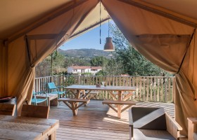 Quinta do Cascalhal in Arco de Baulhe, Noord-Portugal safaritent met veranda Portugal Noord - Quinta Do Cascalhal 30pluskids