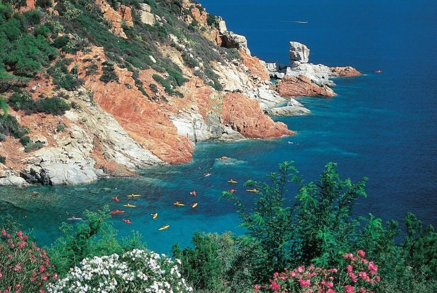 211_10.jpg Tritt Case in Sardegna 30pluskids image gallery
