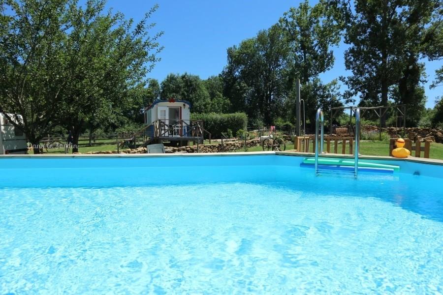 Dans le Jardin in de Bourgogne, Frankrijk Zwembad bij Pipowagen Dans Le Jardin 30pluskids image gallery
