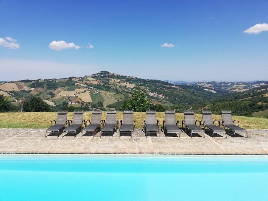 Vivere e Gustare in Le Marche - zwembad met prachtig uitzicht Vivere e Gustare 30pluskids image gallery