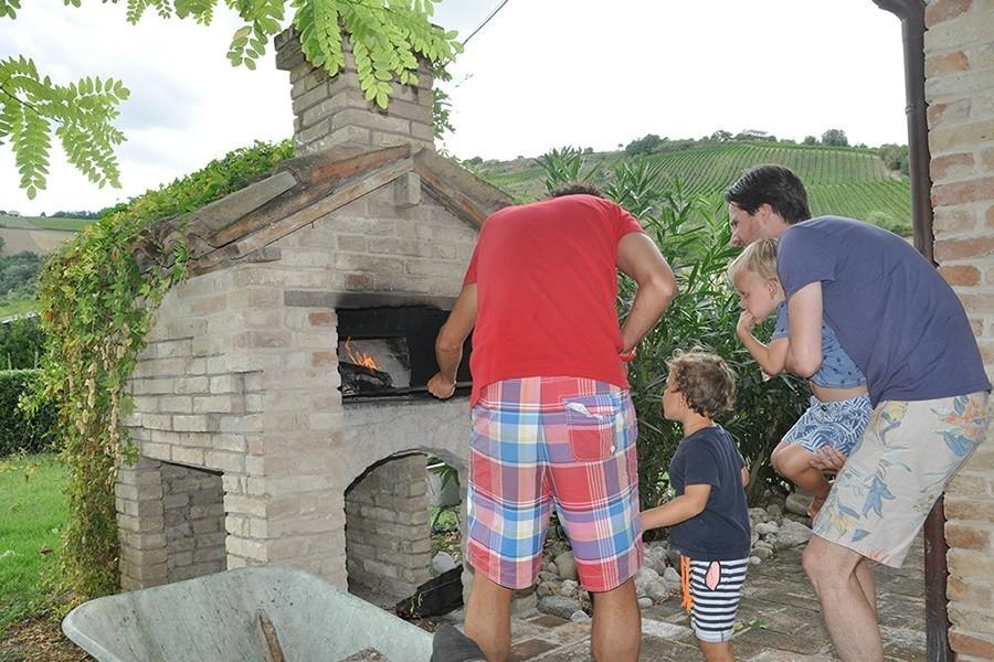 villadellavalle in Le Marche, Italie pizza-oven Villa della Valle 30pluskids image gallery