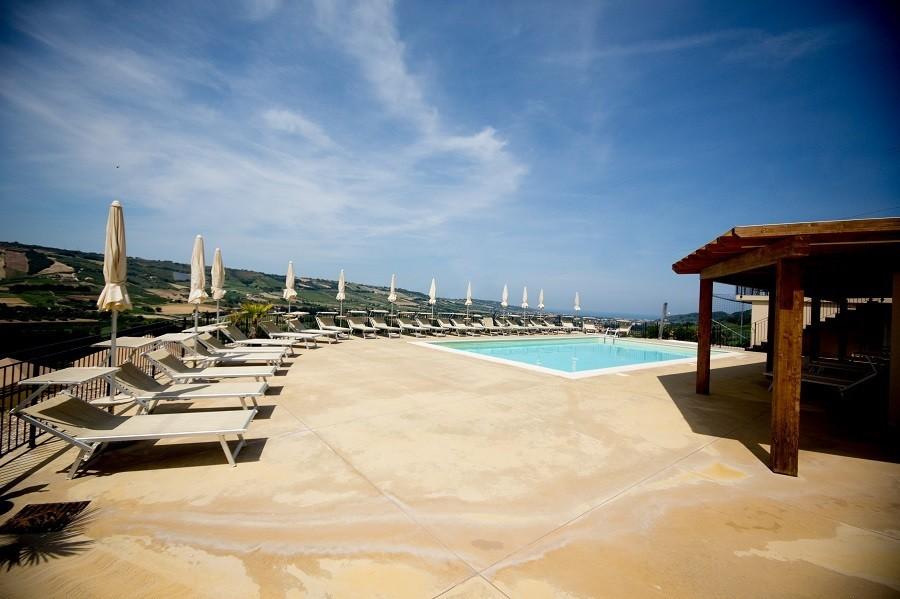 Villa Alwin in Le Marche, Italie zwembad met uitzicht Villa Alwin 30pluskids image gallery