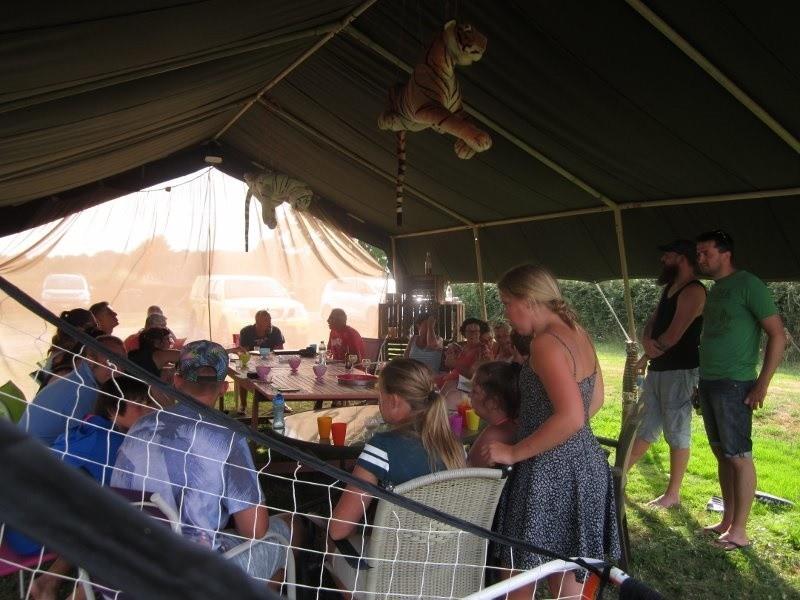 La Papillon Colibri samen in de tent Camping & Glamping La Papillon Colibri 30pluskids image gallery