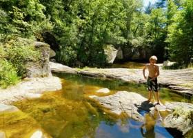 Le Moulin de Lande in de Ardeche rivier en strandje Le Moulin de Lande 30pluskids