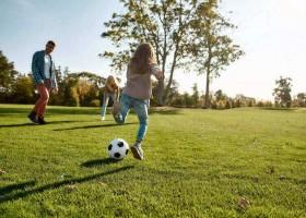 Coucou in Jumilhac-le-Grand in Frankrijk voetballen CouCou - Vakantiehuis Dordogne 30pluskids