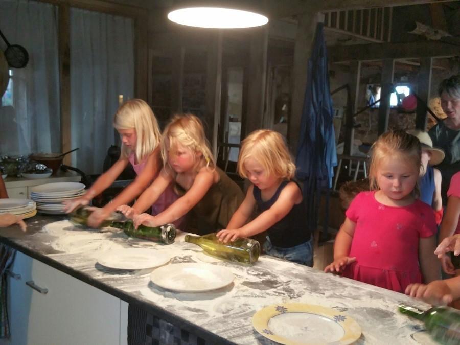 Bonneblond in de Auvergne, Frankrijk kinderen koken Landgoed Bonneblond 30pluskids image gallery