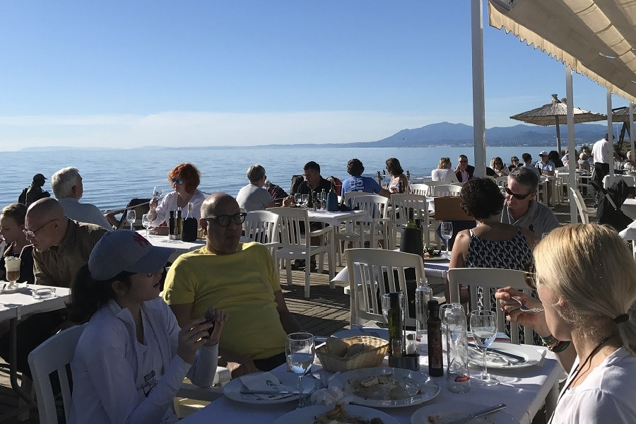 Villa Marbella in Andalusie, Spanje eten aan het strand Villa Marbella 30pluskids image gallery