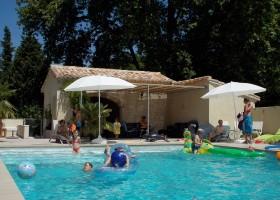 Domaine Les Platanes in Zuid-Frankrijk zwembad Domaine Les Platanes 30pluskids