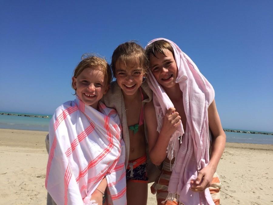 Charme delle Marche kinderen op het strand.jpg Charme delle Marche 30pluskids image gallery