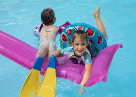 Castelwood in Biron, Frankrijk - zwembad 12 Castelwood Vacances 30pluskids