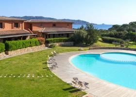 Tritt Sardinie Suaraccia Resort met zwembad.jpg Suaraccia Resort 30pluskids