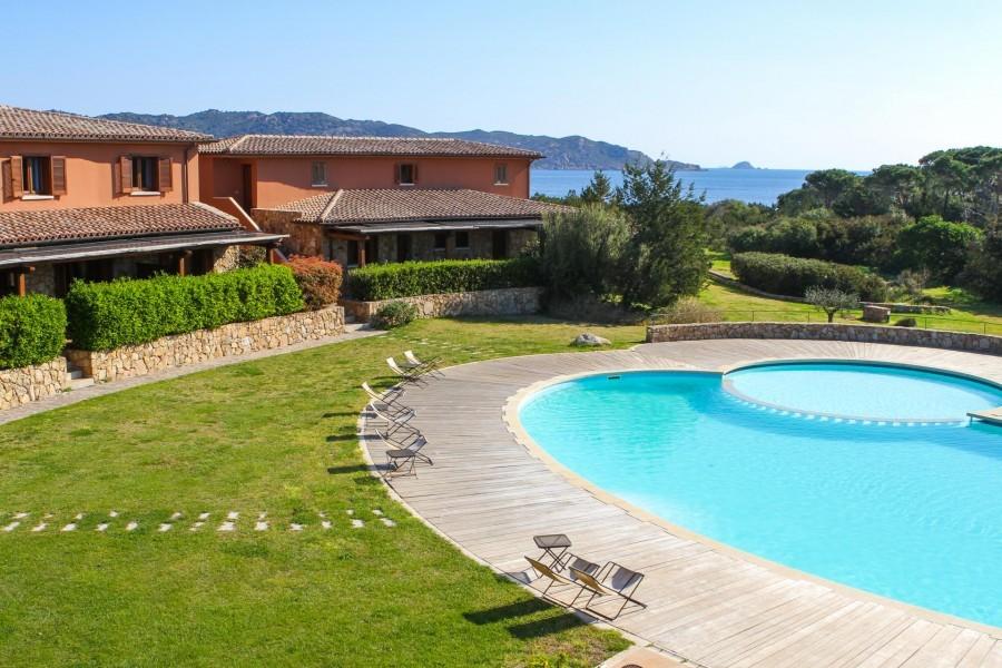 Tritt Sardinie Suaraccia Resort met zwembad.jpg Suaraccia Resort 30pluskids image gallery