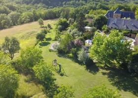 Domaine de Montsalvy in de Lot Frankrijk grote tuin Domaine de Montsalvy 30pluskids