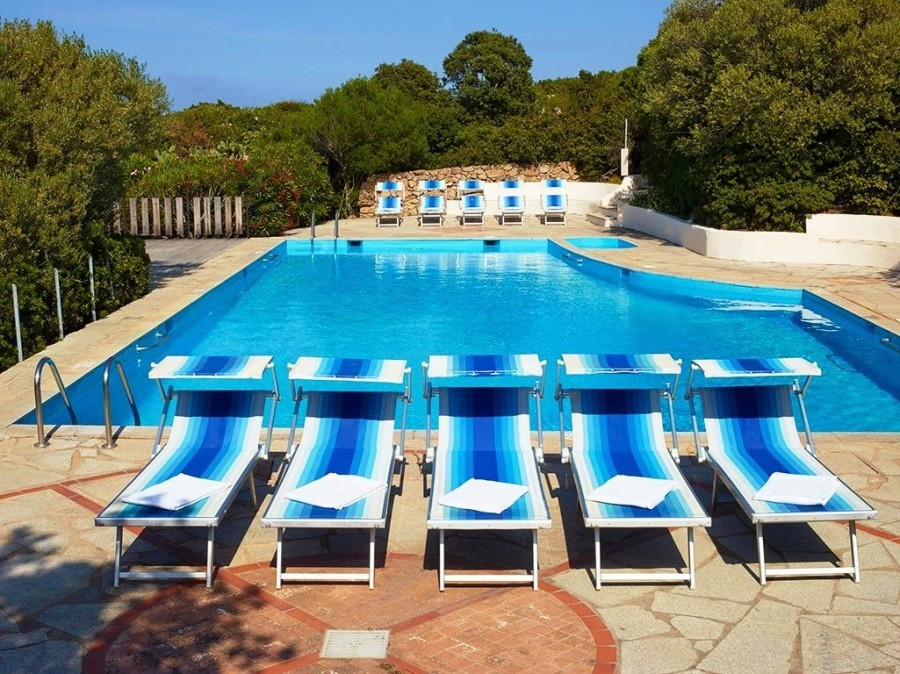 Tritt Case in Sardegna Residence Le Nibareddu zwembad Lu Nibareddu Residence 30pluskids image gallery
